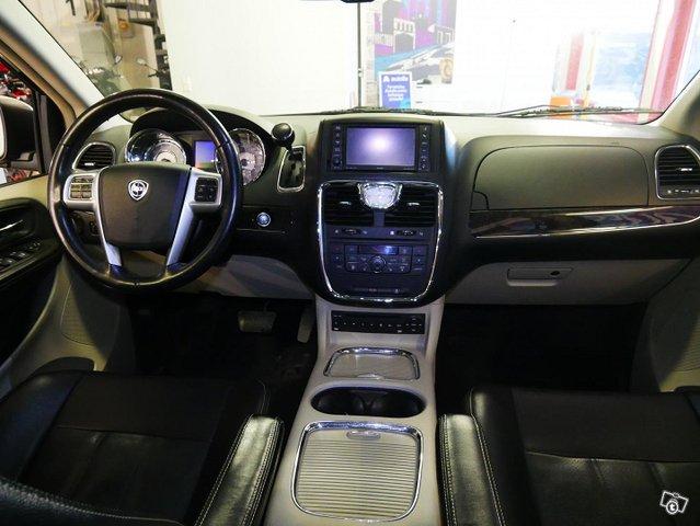 Lancia Voyager 10