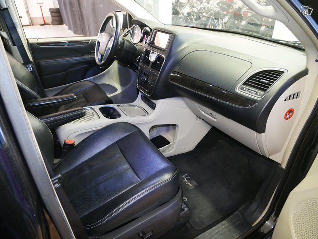 Lancia Voyager 11