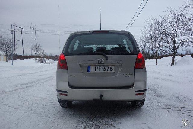 Toyota Corolla Verso 8