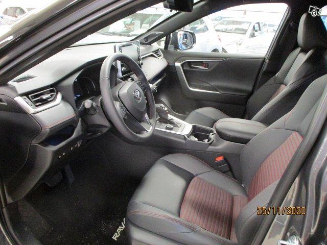 Toyota RAV4 Plug-in 2