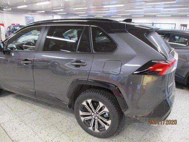 Toyota RAV4 Plug-in 5