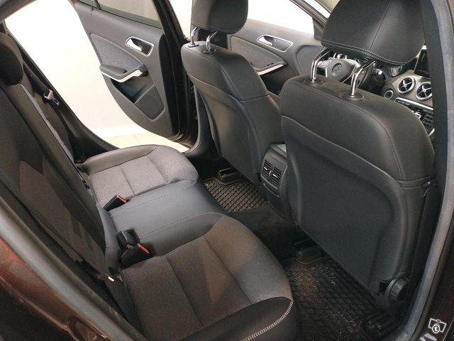 Mercedes-Benz GLA 8
