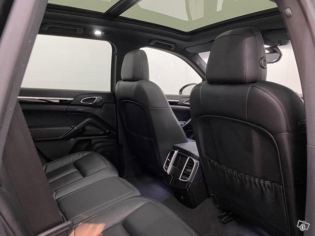Porsche Cayenne 14