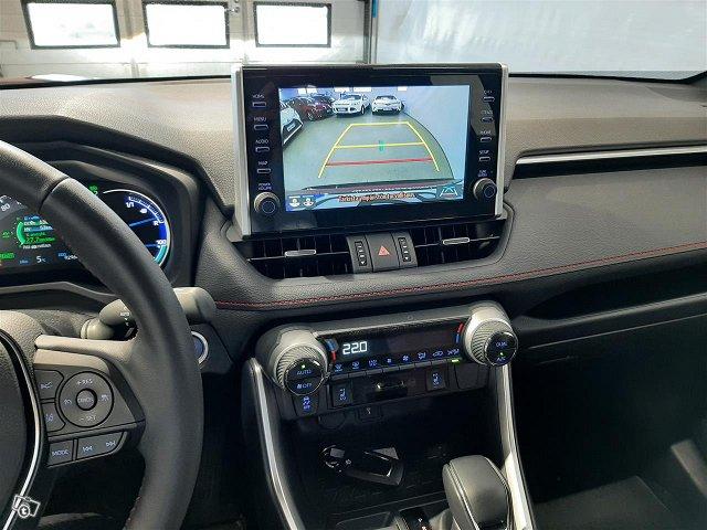 Toyota RAV4 Plug-in 8