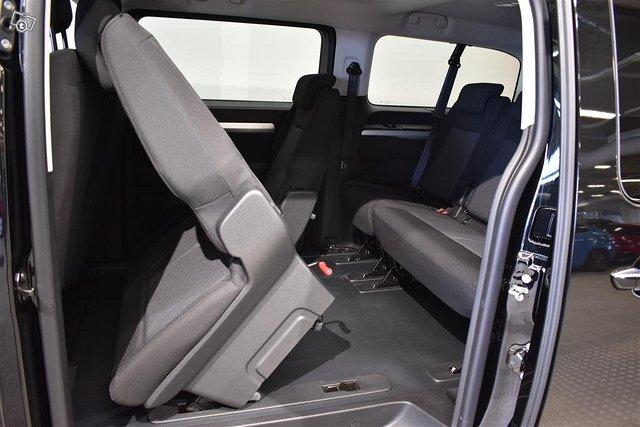 Opel Zafira-e 8
