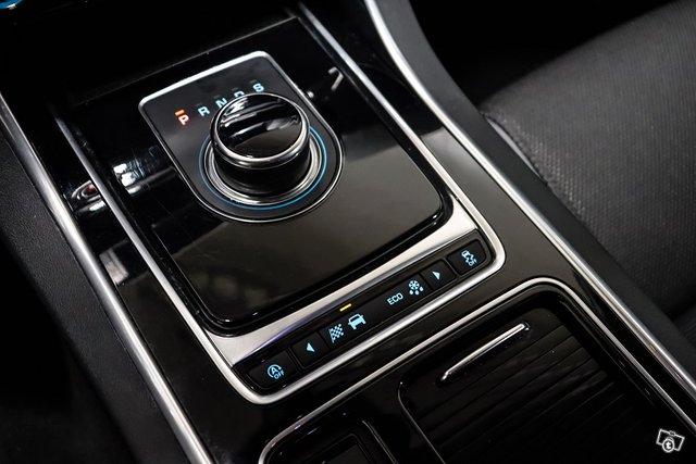 Jaguar XE 20