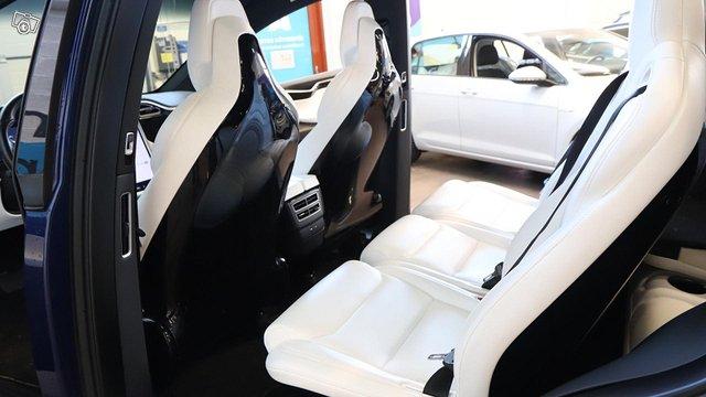 Tesla Model X 14