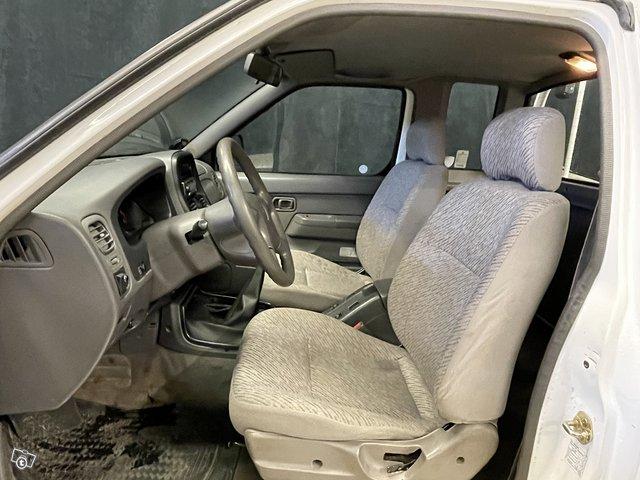 Nissan King CAB 8