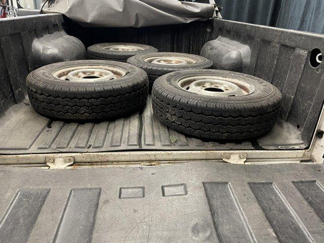 Nissan King CAB 12