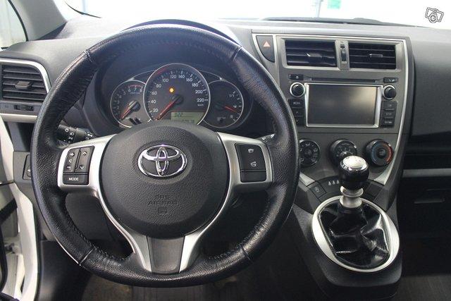 Toyota Verso-S 9