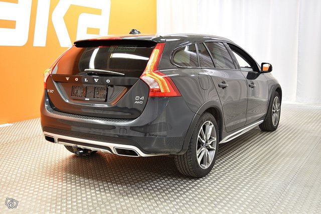 Volvo V60 Cross Country 2