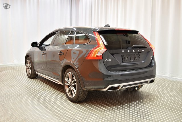 Volvo V60 Cross Country 4