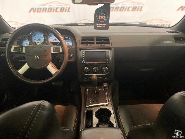 Dodge Challenger 8