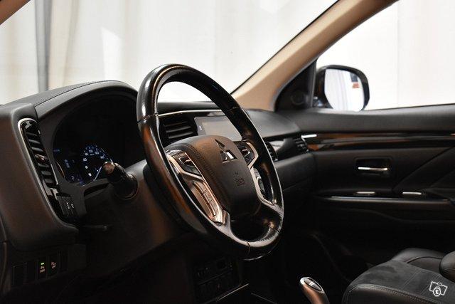 Mitsubishi Outlander PHEV 12
