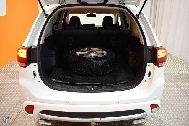 Mitsubishi Outlander PHEV 24