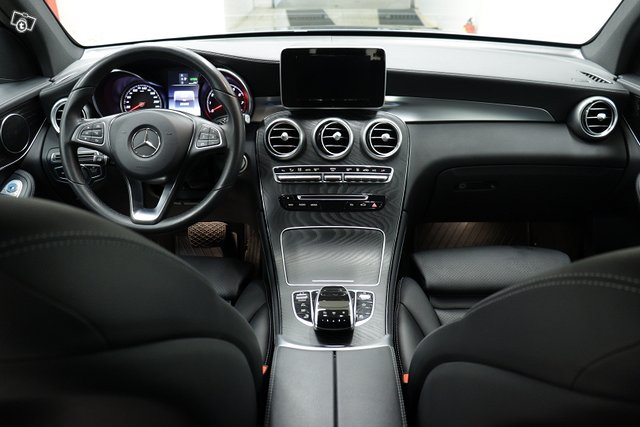 MERCEDES-BENZ GLC 8