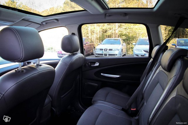 Ford S-MAX 21