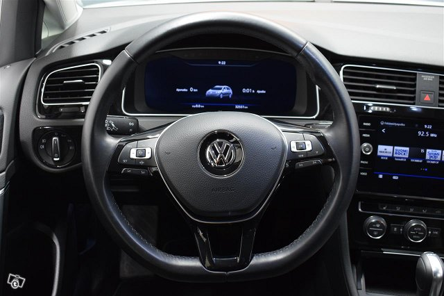 VOLKSWAGEN Golf 9
