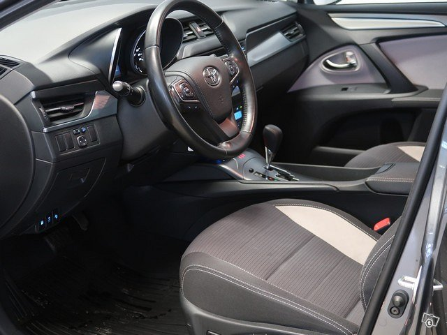 TOYOTA Avensis 3