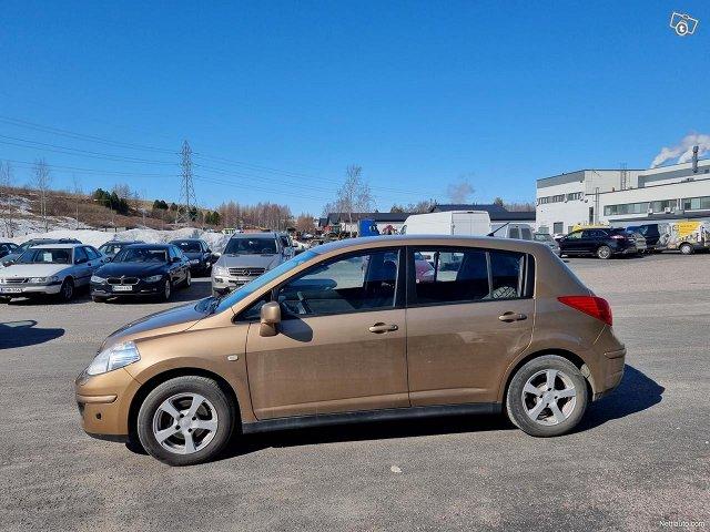 Nissan Tiida 1