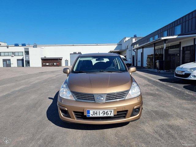 Nissan Tiida 3