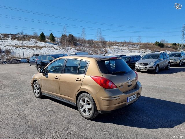 Nissan Tiida 7