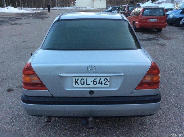 Mercedes-Benz 180 7