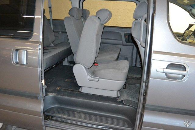 Hyundai H-1 6