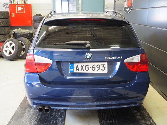 BMW 325xi 4