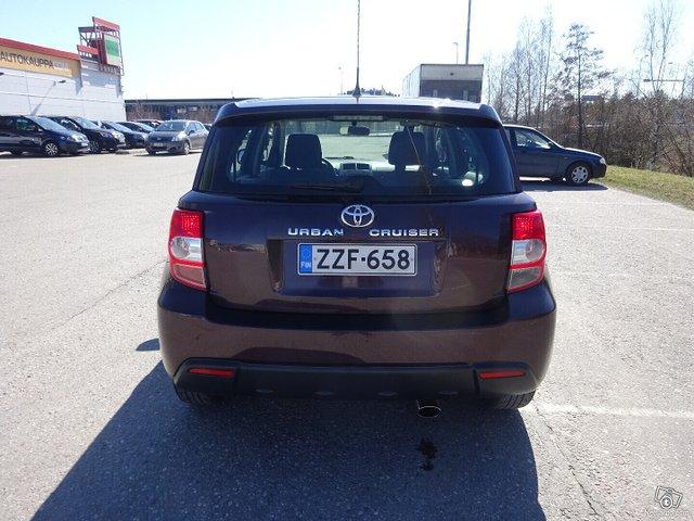 Toyota Urban Cruiser 6