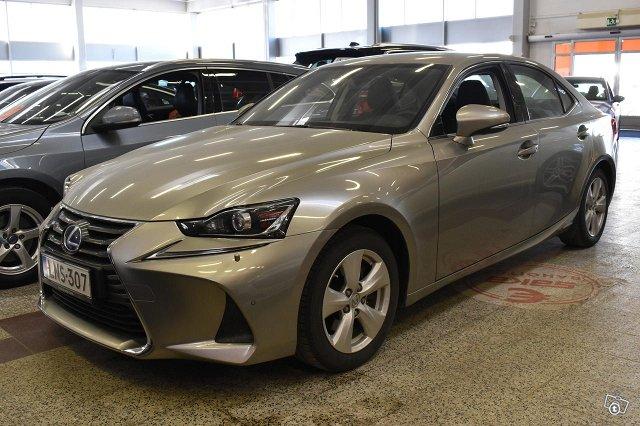 Lexus IS