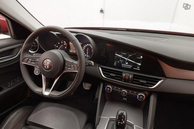 Alfa Romeo Giulia 12