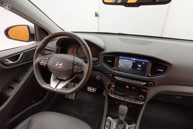 Hyundai IONIQ 10