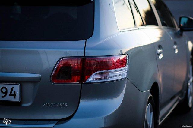 Toyota Avensis 23