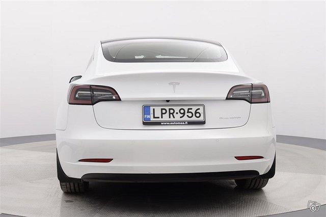 Tesla Model 3 8