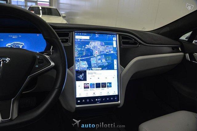 Tesla Model S 16