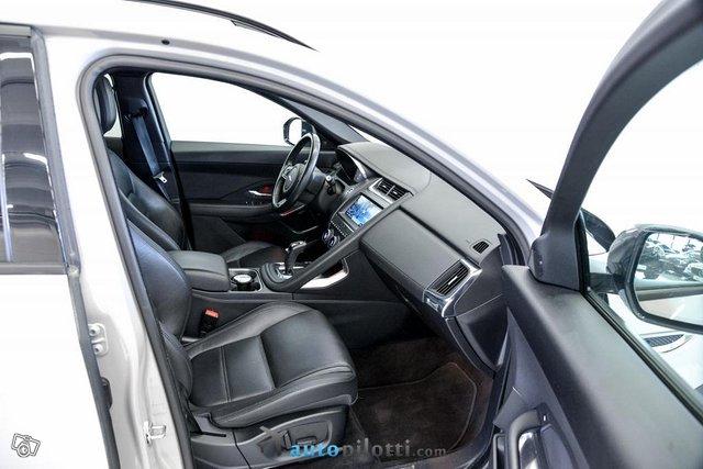 Jaguar E-Pace 6