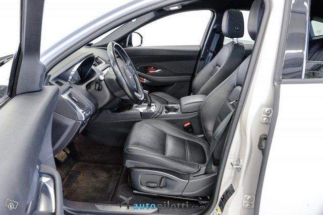 Jaguar E-Pace 9