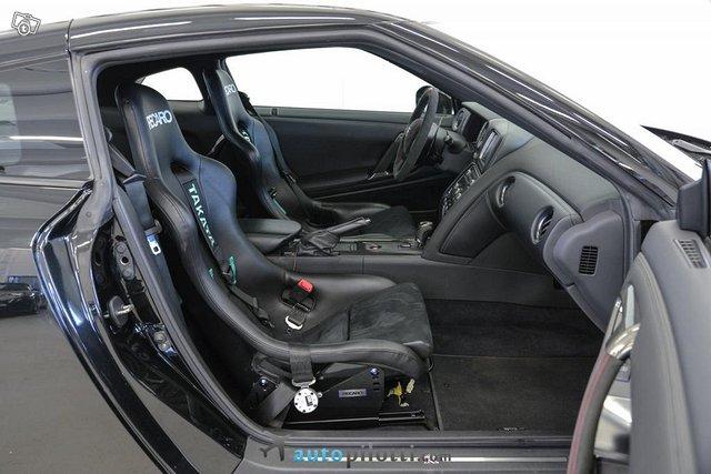 Nissan GT-R 13