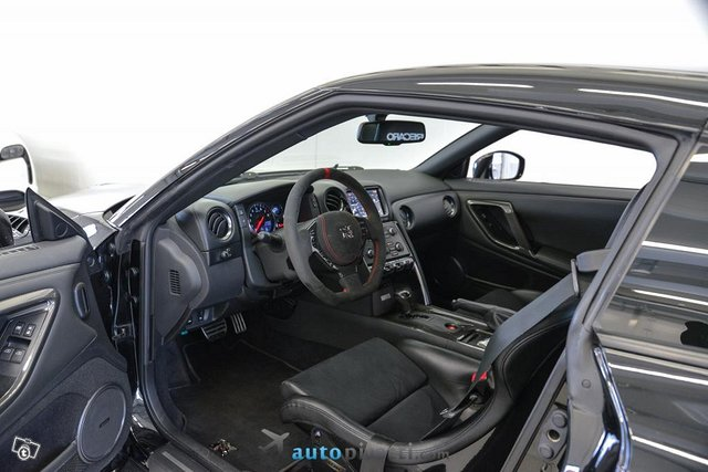 Nissan GT-R 14