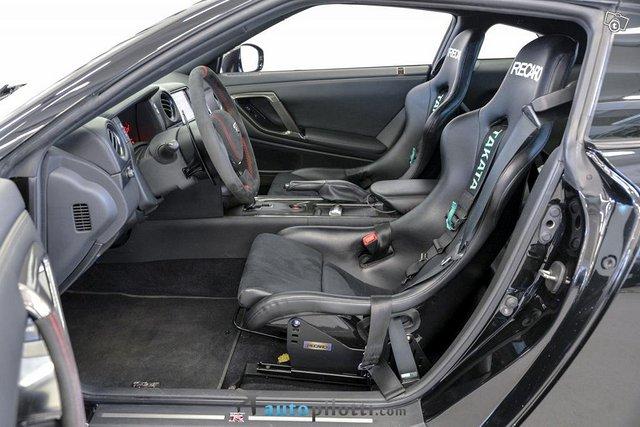 Nissan GT-R 15