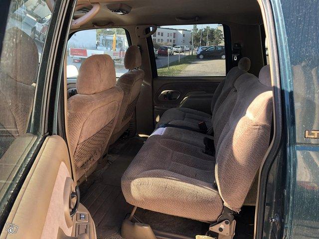 Chevrolet Suburban 11