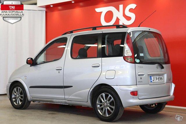Toyota Yaris Verso 8