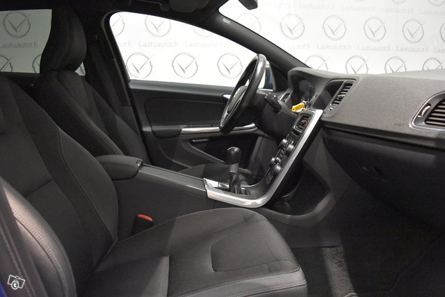 Volvo V60 10