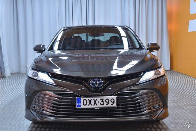 Toyota Camry 2