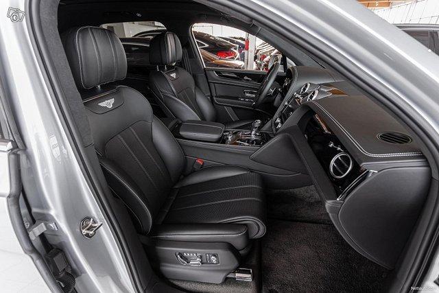 Bentley Bentayga 10
