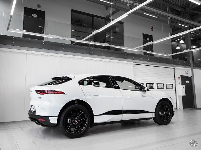 Jaguar I-PACE 4