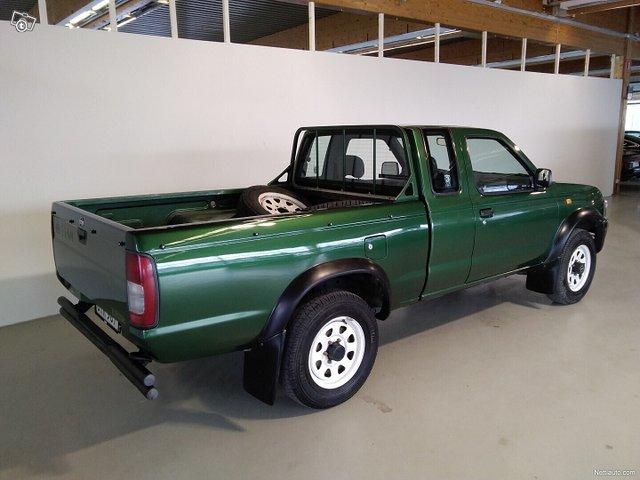 Nissan Pickup 2