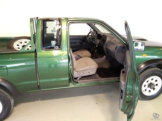 Nissan Pickup 9