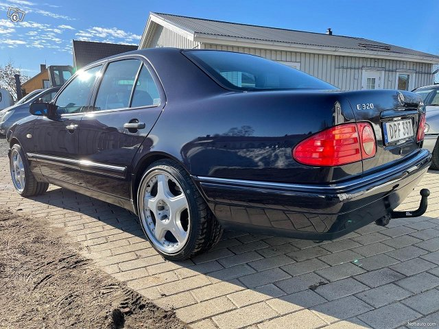 Mercedes-Benz E320 4matic 224hv 9